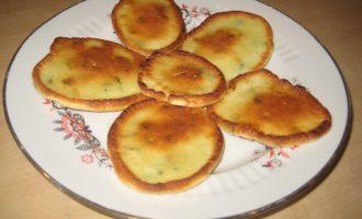 Рецепт оладий на сметане с зеленым луком