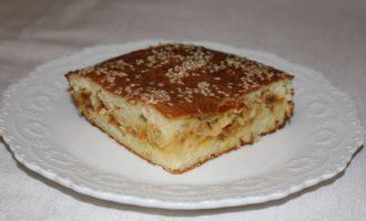 Заливной пирог на кефире с капустой