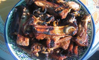 Рецепт свиных ребрышек на мангале