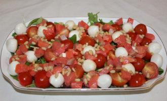 Салат из семги с моцареллой