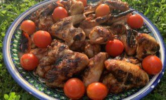 Сладко-острые куриные крылья на мангале