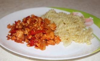 Мясной соус из куриного фарша с овощами