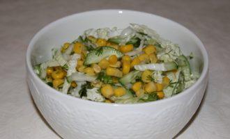 Салат из пекинской капусты с огурцом и кукурузой