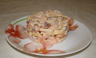Салат из карбоната с морковью и яблоком