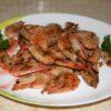 Креветки с соевым соусом и чесноком, жареные на сковороде