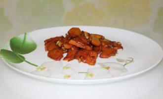Жареная тыква с чесноком и соевым соусом
