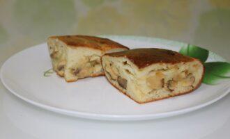 Заливной пирог на кефире с картофелем и грибами